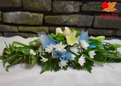 gerbe fleurie communion garcon decoration florale